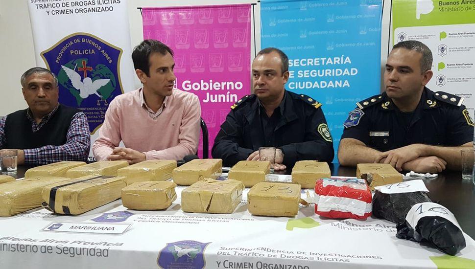 El Intendente, junto a la Departamental, brindó una conferencia.