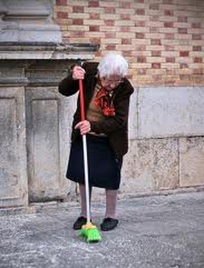 Una abuela de la ciudad de La Plata, agarró a ecobazos a su nieto y fue detenida.