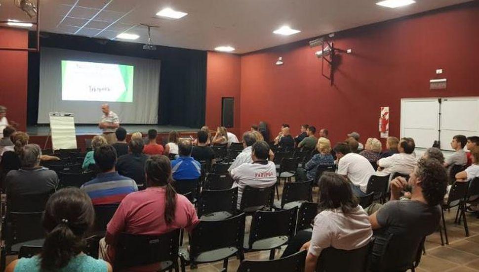 Charla sobre normativa vigente para aplicación de agroquímicos en General Pinto