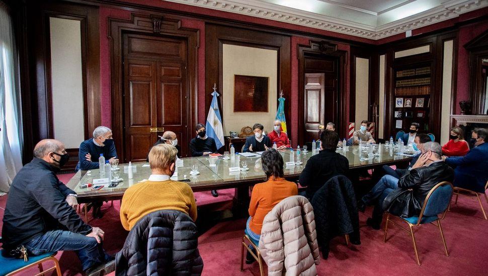 Kicillof recibió a intendentes del conurbano: apertura de comercios barriales en la agenda