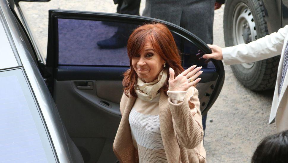 Cristina Kirchner niega acusaciones y pide que investiguen a Macri