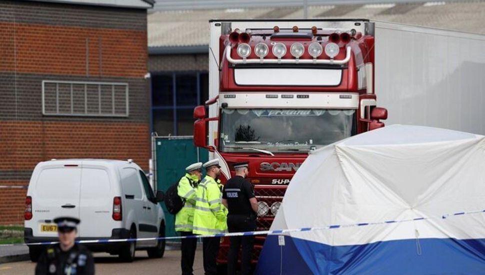 Hallaron 39 cadáveres en el contenedor de un camión en Reino Unido