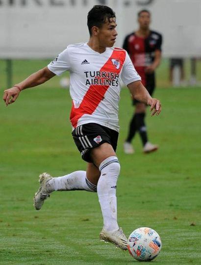 Oswaldo Valencia, ya afianzado en la Reserva de River.