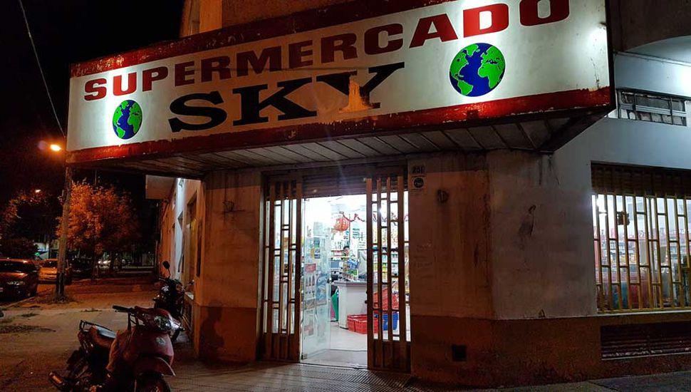 En el barrio El Picaflor, el supermercado Sky reabrió sus puertas.