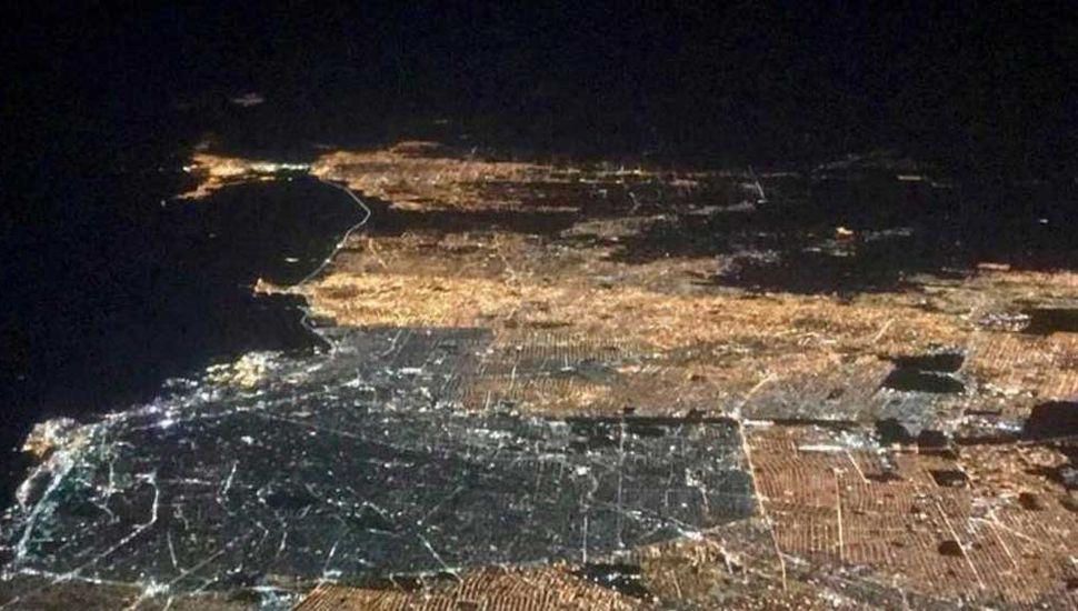 """""""Ciudad blanca"""": Así se ve Buenos Aires con el 100% de luces LED"""