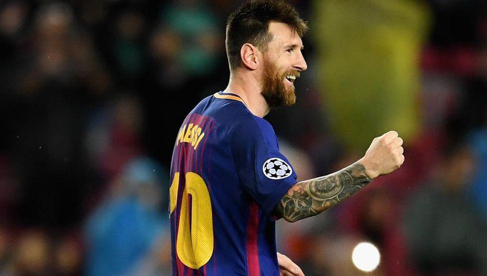 Messi convirtió de tiro libre y llegó a los 100 goles