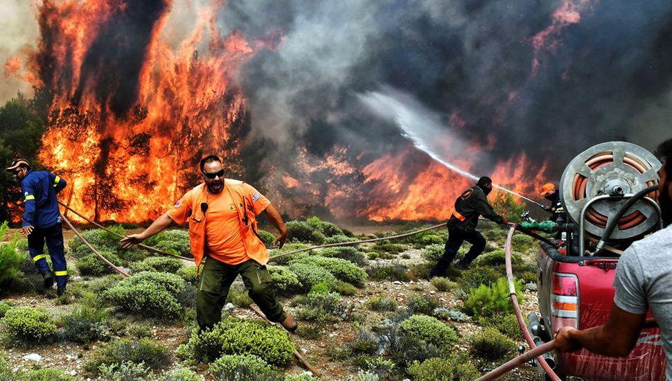 Fuego en Grecia: encontraron a 26 personas carbonizadas en una casa