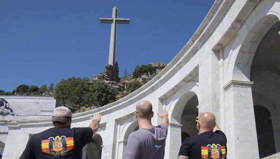 España aprueba exhumar  los restos del dictador Franco