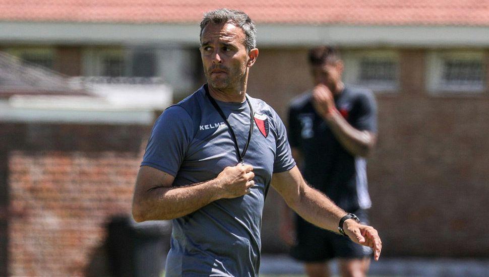 Lavallén dejará de ser el técnico de Colón