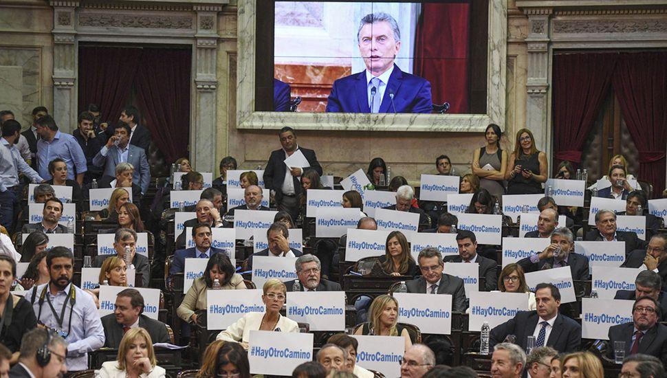 Mauricio Macri juega sus cartas a todo o nada y con ese objetivo intenta profundizar la polarización con Cristina.