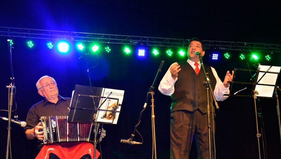 Además de ferroviario, Jorge Micheref es un reconocido cantante. Es uno de los intérpretes del trío Argentango.