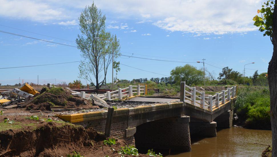 Comenzó la reconstrucción del puente de acceso a Arenales