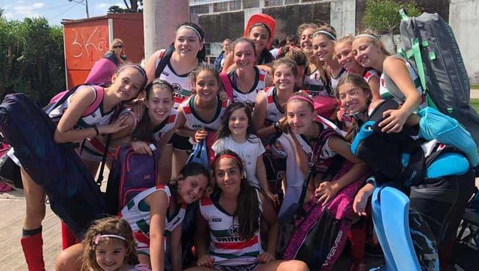 Jugadoras del equipo de la categoría Sub-14 del Club Social de Junín que animaron el regional de clubes en Mar del Plata.