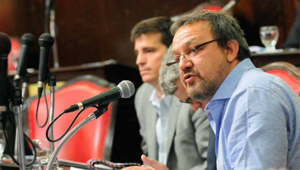 Roberto Costa celebró la medida de Vidal.