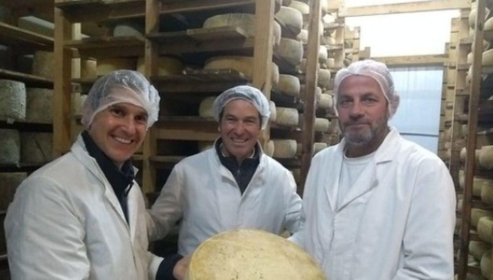 El agregado comercial de la embajada de Francia se reunió con productores queseros