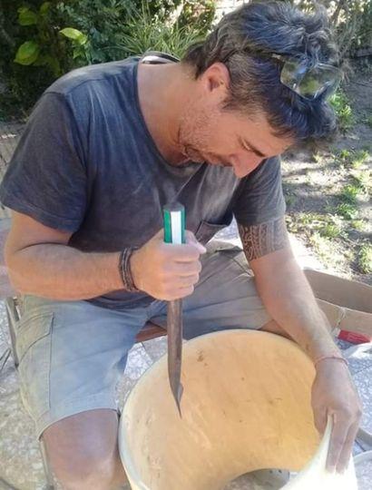 Como luthier, Juan José Martínez Musso fabricó unos 150 bombos y otros instrumentos de percusión.