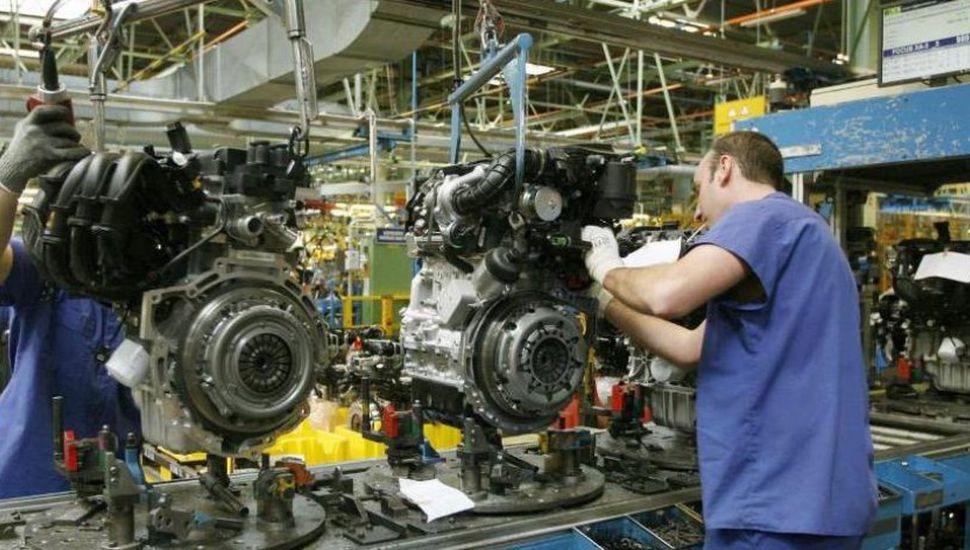 La actividad económica cayó 6,7%  en junio y sumó 3 meses en baja
