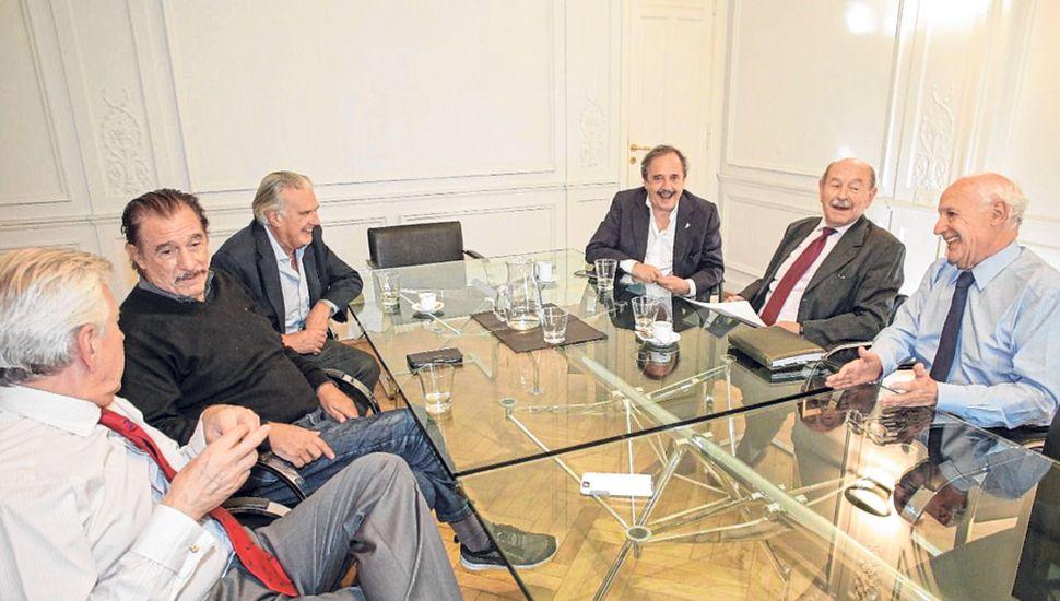 Dirigentes radicales, como Alfonsín, Storani y Casella, proponen abandonar Cambiemos, dejar de apoyar a Macri e impulsar la candidatura de Roberto Lavagna.