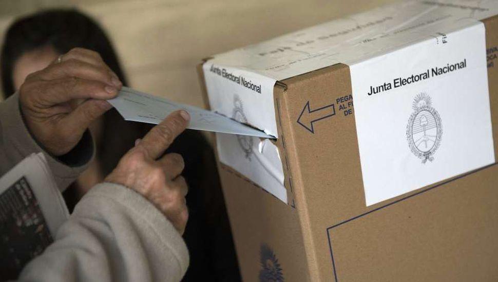 Más de 33 millones de ciudadanos votan mañana en todo el país