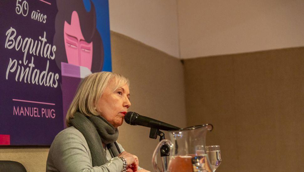 """Sylvia Iparraguirre disertó sobre """"Manuel Puig, entre el cine y la literatura""""."""
