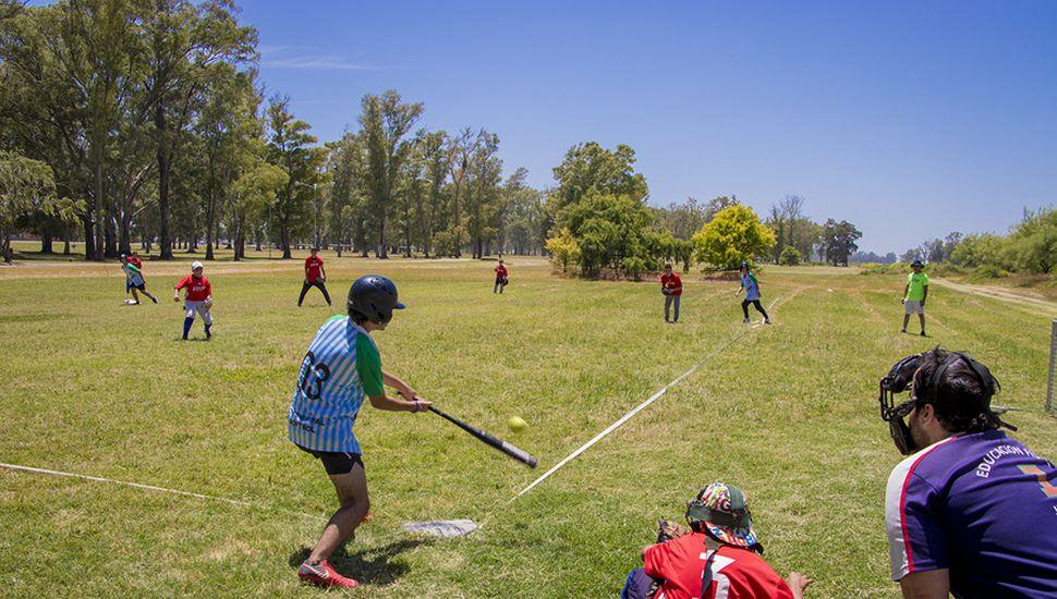 Gran jornada de softbol en el Parque Borchex.