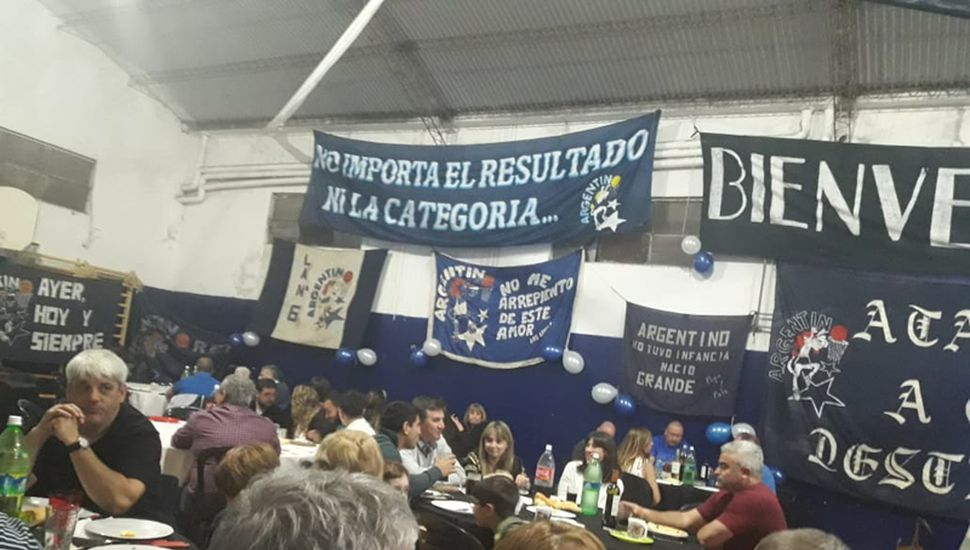 Una vista parcial de los presentes en la cena del club Argentino.
