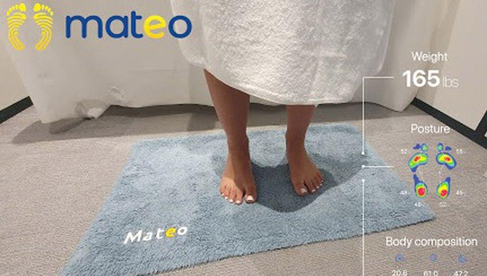 Mateo: la alfombra de baño que monitorea el peso y la postura de tu cuerpo