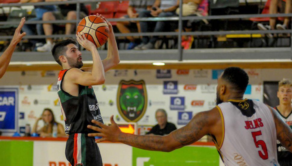 Maximiliano Tamburini lanza ante la marca de David Jelks.