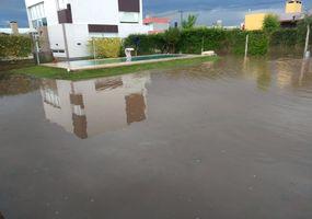 Fuerte temporal de lluvia y granizo generó  anegamientos en varios sectores de Junín