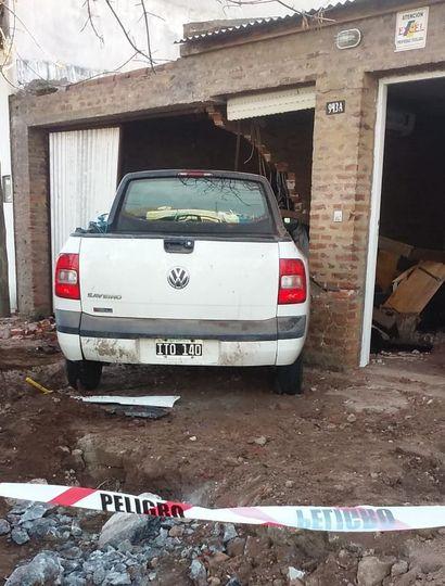 Una camioneta se incrustó en una vivienda