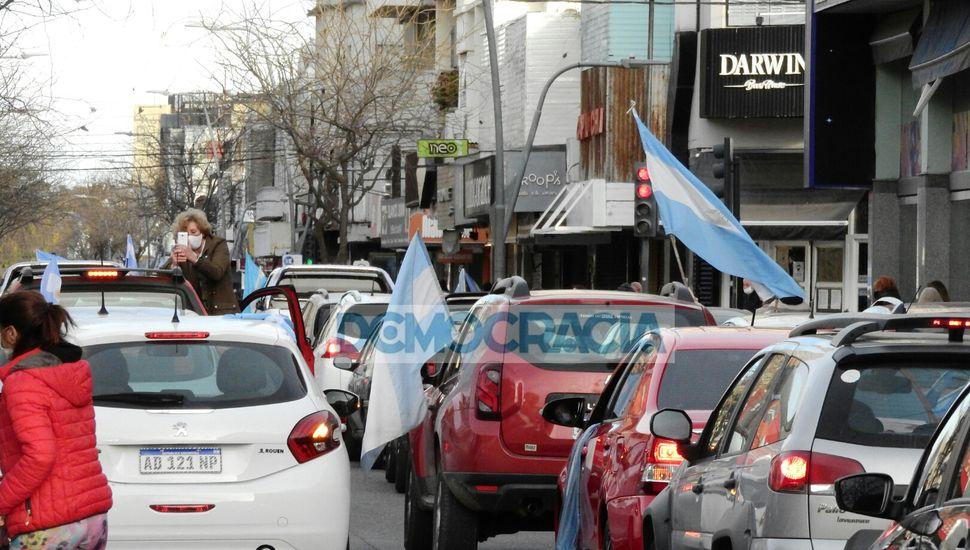 Banderazo en Junín en contra de la intervención a Vicentin y la excarcelación de Lázaro Báez