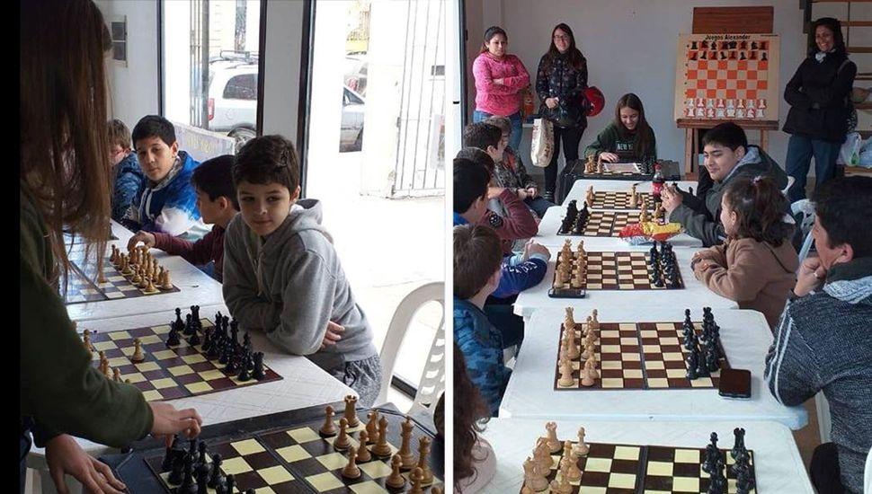 Sofía Bontempi jugó simultáneas de ajedrez en Lincoln