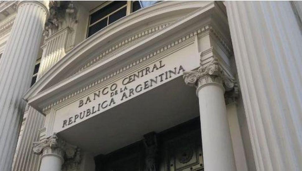 El Banco Central investigará a aquellos que compraron más de USD 10 mil