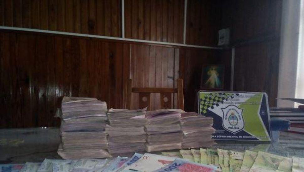 Los billetes estaban enterrados en una vivienda.