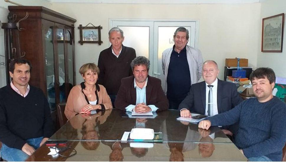 Miembros de la SRJ y representantes del Banco Nación.