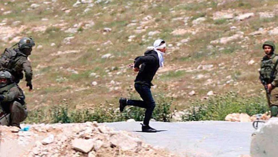 Ataque de soldados israelíes  contra un adolescente palestino