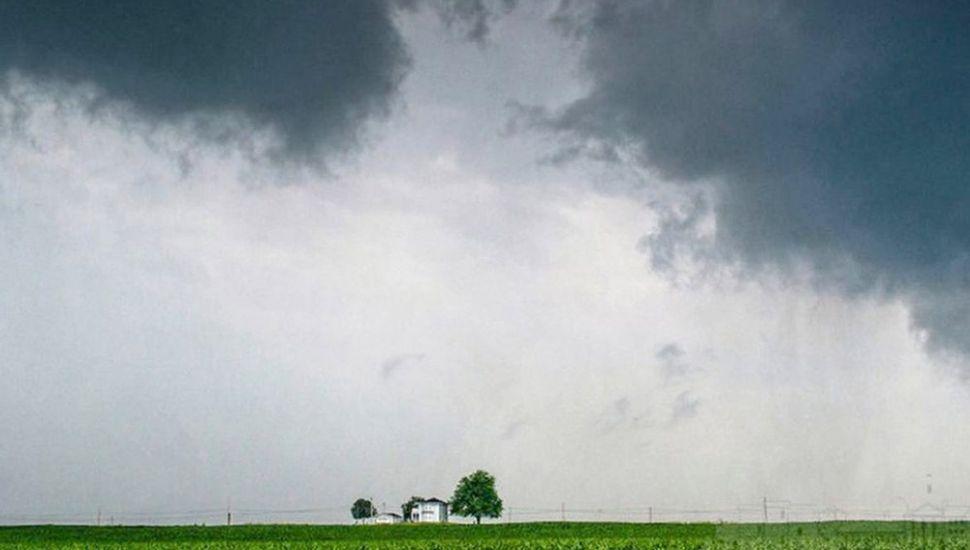 El clima, con sus pronunciadas variaciones y alteraciones rápidas, torna más riesgosa la agricultura.