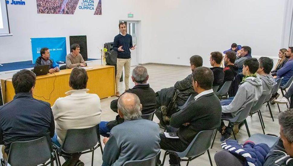 El intendente Petrecca resaltó el acompañamiento del Municipio a los clubes locales.