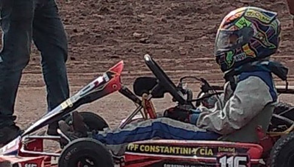 En cada carrera, Manessi sumo buenos puntos y finalizó segundo en el certamen de karting.
