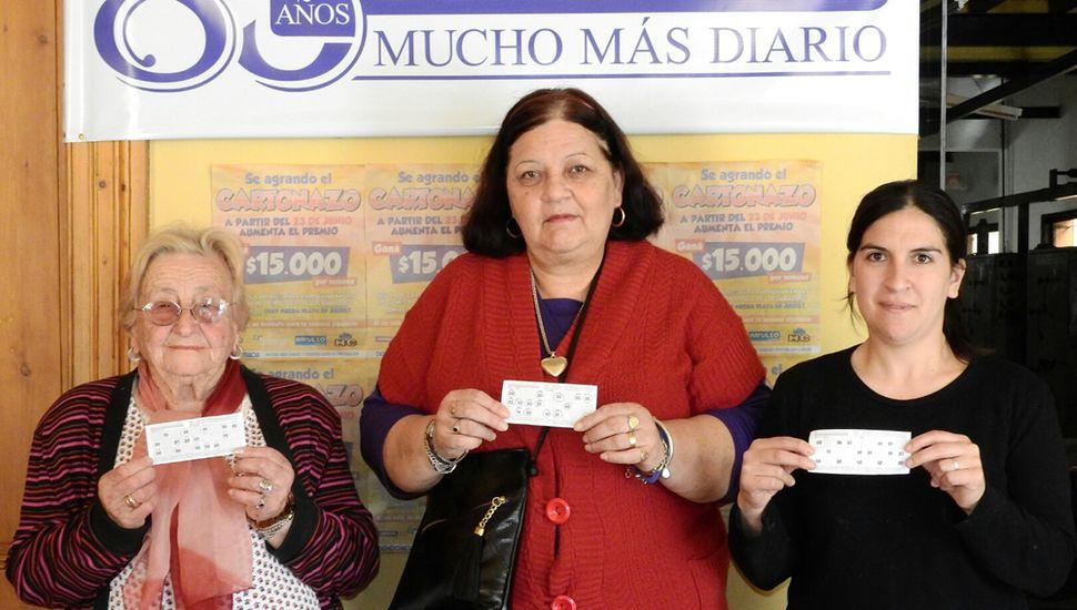 Angélica del Valle, María Beatriz Domingos y Virginia Islas recibieron $15 mil cada una.