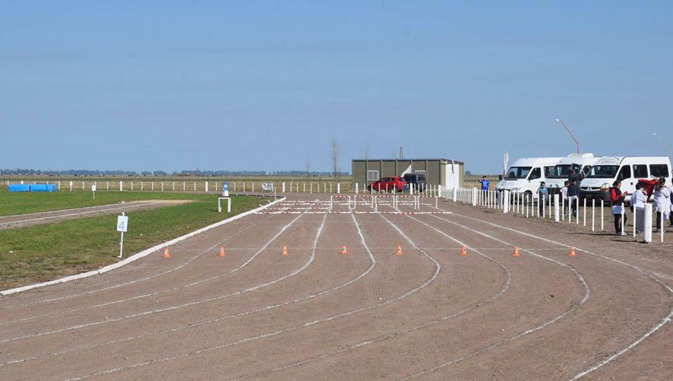 Inauguraron la nueva pista de atletismo en Ameghino