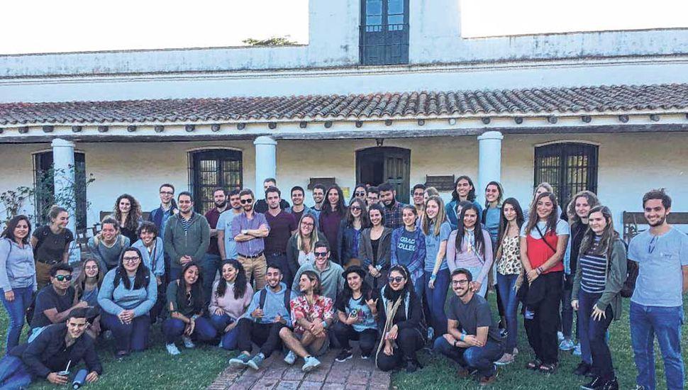 La actividad consistió en visitar la Universidad Nacional de San Antonio de Areco (Unsada) y los atractivos de la ciudad.
