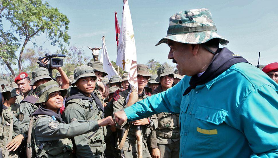 """Maduro arengó a las fuerzas militares y les pidió """"estar listos"""" para rechazar un posible ataque norteamericano."""