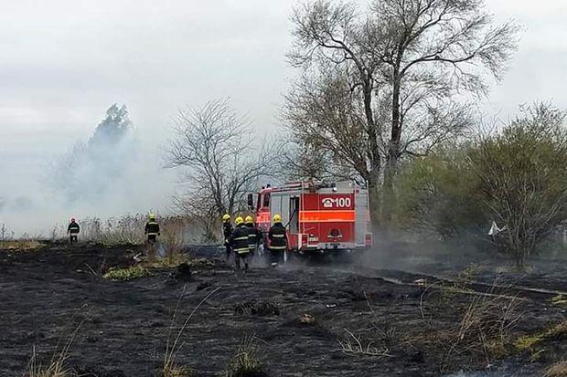 Voraz incendio de pastizales en Rojas