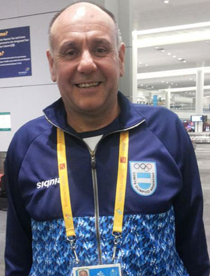 El juninense Guillermo Cáceres, entrenador de la selección nacional de vóleibol Sub-20 femenina, brindará una clínica en el Club Sarmiento, mañana sábado.