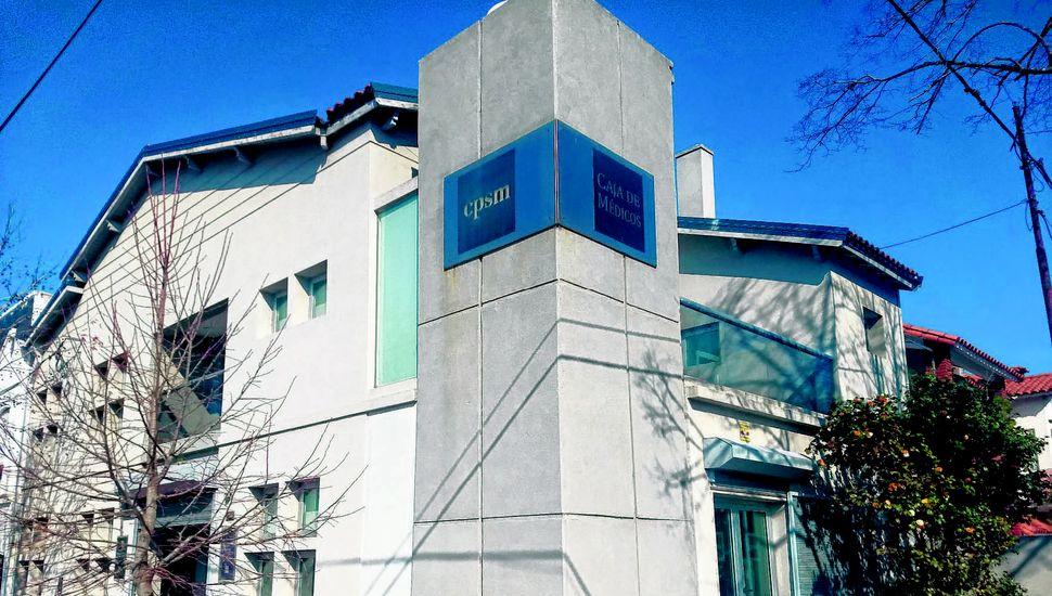 Sede del Distrito VI de la Caja de Médicos en Lavalle 288, esquina avenida San Martín.