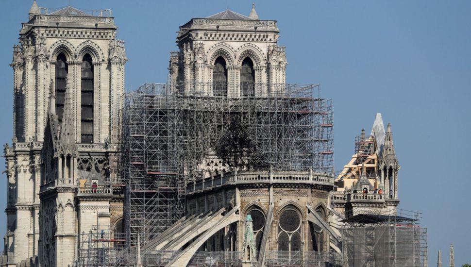 Notre Dame: hallaron colillas de cigarrillos en los andamios