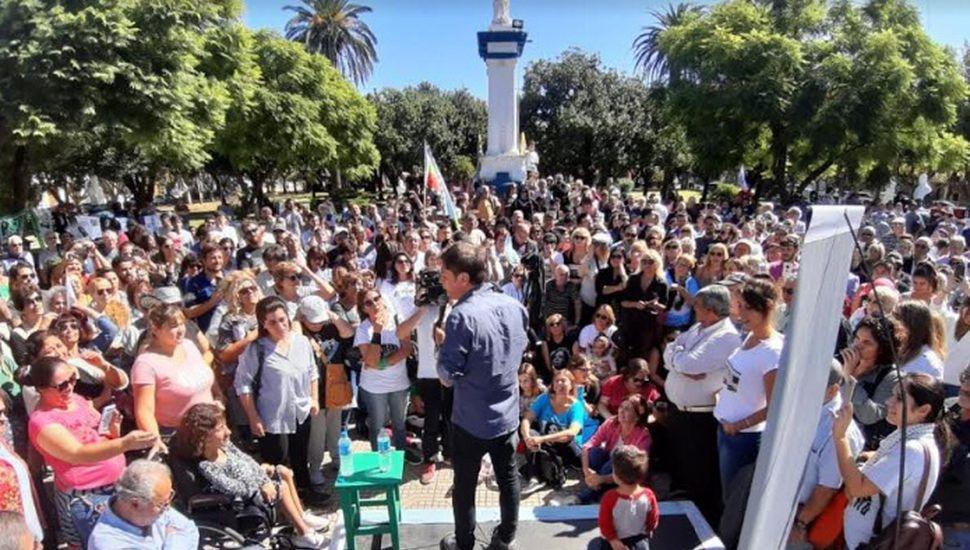 Axel Kicillof habló ante 500 vecinos de Los Toldos