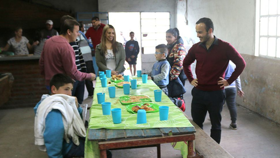 La recorrida incluyó el diálogo con los niños.
