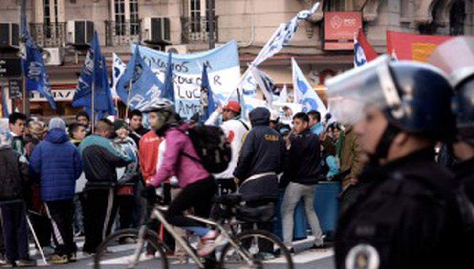 La Corriente Clasista y Combativa corta el Obelisco en reclamo por la emergencia social